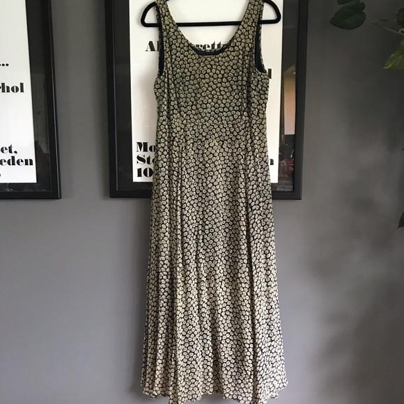 Aeropostale Dresses & Skirts - Aeropostale long maxi daisy sundress 🌻